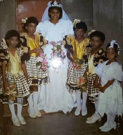 Man recalls how his mother made him a little bride at a wedding ceremony (Photo)